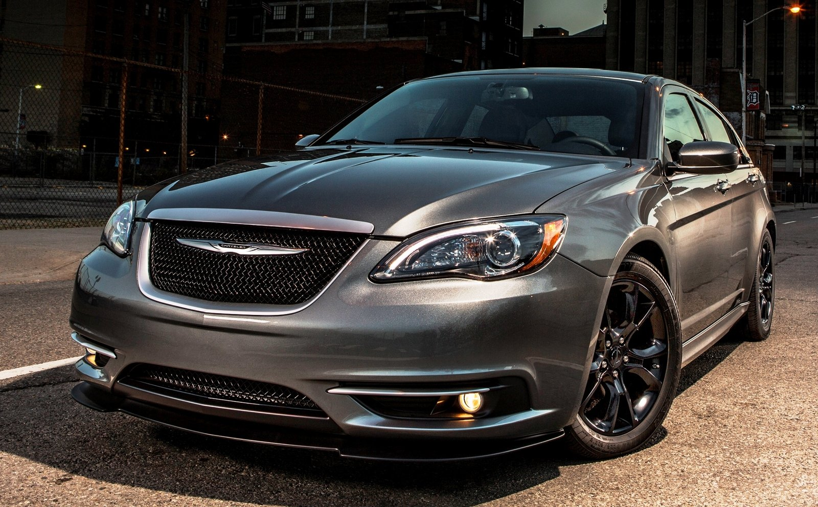 2013 chrysler 200 limited review